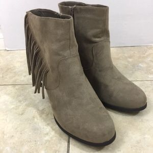Madden Girl Womens 8M Brown Suede Fringe Booties